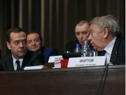 Председатель правительства РФД.А. Медведев ипрезидент РАН В.Е. Фортов наОбщем собрании РАН