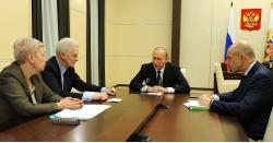Президент РФ В. В. Путин проводит совещание повопросам финансирования фундаментальных исследований сО.Ю.Васильевой, А.А., Фурсенко иА.Г.Силуановым