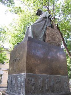 Н.В.Гоголь (памятник работы Н.А.Андреева)